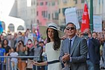 Americký herec George Clooney se v Benátkách oženil s britskou právničkou libanonského původu Amal Alamuddinovou.