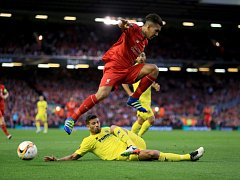 Roberto Firmino z Liverpoolu (nahoře) a Mateo Musacchio z Villarrealu.