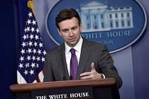 Mluvčí Bílého domu Josh Earnest.