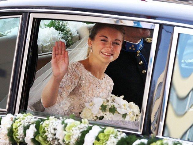 Lucemburský následník trůnu princ Guillaum se dnes v katedrále oženil s belgickou hraběnkou Stéphanií de Lannoy.