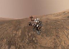 Sonda přistávající na Marsu.