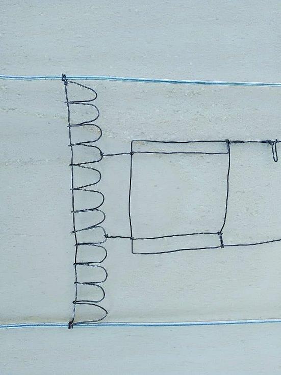 Domeček z drátěného ramínka
