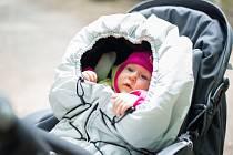 Zachumlejte děti do v Česku šitých fusaků a dek
