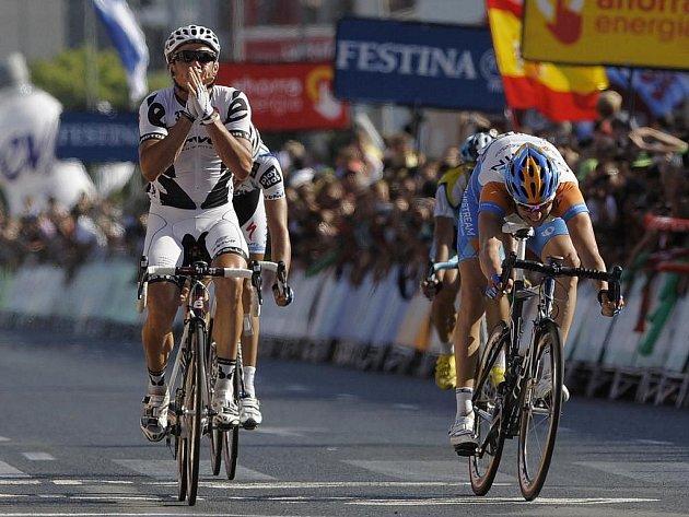 Těsný dojezd 10. etapy cyklistické Vuelty přinesl úspěch Australanu Gerransovi (vlevo).