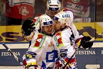 Hokejisté Pardubic David Havíř (vlevo), Petr Sýkora (uprostřed) a Rastislav Špirko se radují z gólu.
