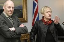 Předsedkyně sociální demokracie Ingibjorg Gísladóttirová a šéf Levicových zelených Steingrimur Sigfusson vytvoří vládu na Islandu.