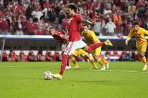 Utkání skupiny G fotbalové Ligy mistrů Benfica Lisabon - FC Barcelona. Fotbalista Benfiky Darwin Nunez střílí gól.