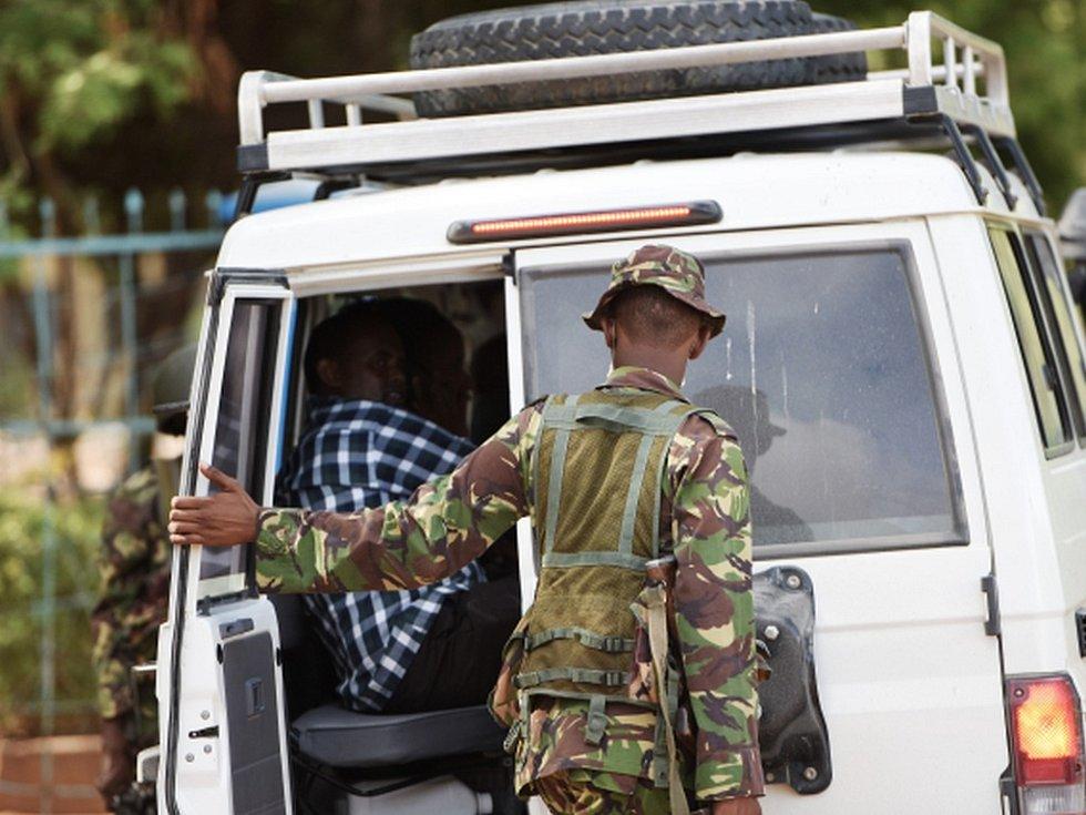 Keňská policie zadržela pět osob v souvislosti se čtvrtečním útokem islamistů na univerzitu ve východokeňském městě Garissa.