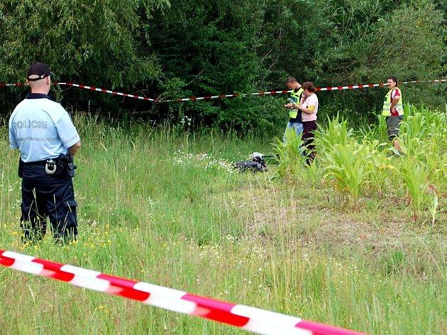 Při pádu malého sportovního letadla na Rokycansku v úterý 19. července 2011 dopoledne zahynuli dva lidé. Stroj spadl na pole mezi obcemi Osek, Volduchy a Díly. Dva muži, kteří byli na palubě, na místě zemřeli.