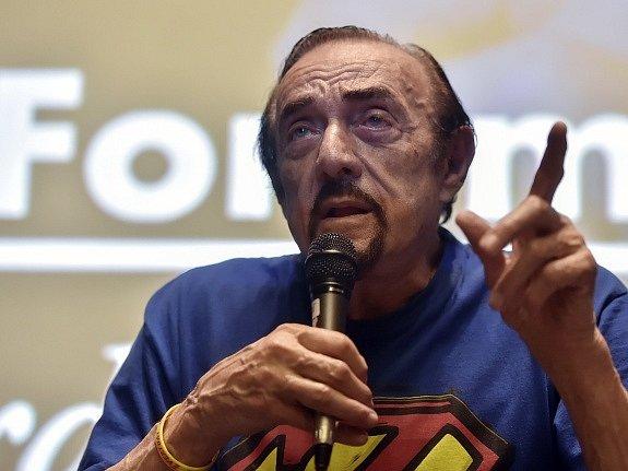 V rámci Inspiračního fóra při Mezinárodním festivalu dokumentárních filmů Ji.hlava se 27. října v Jihlavě uskutečnila beseda s americkým psychologem Philipem Zimbardem (na snímku), autorem tzv. stanfordského vězeňského experimentu.