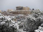 Zasněžený Parthenón.