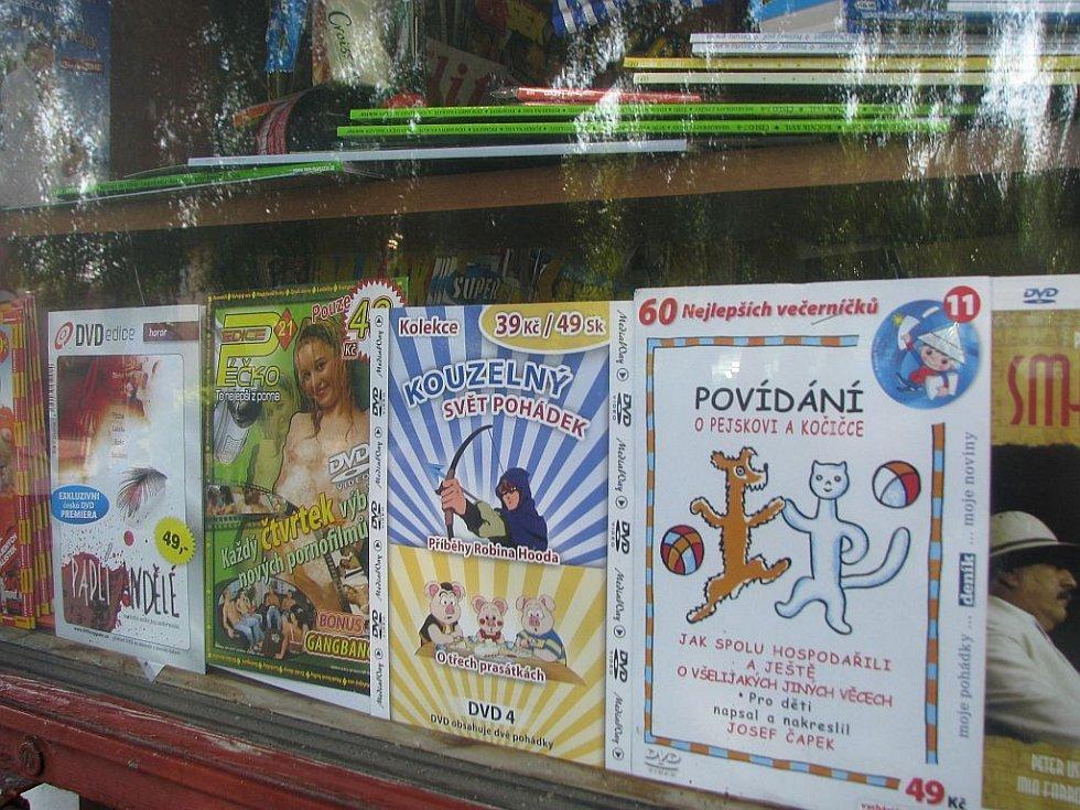 Česká Lípa: Prodejci filmů na DVD si se zákonem hlavu nelámou.