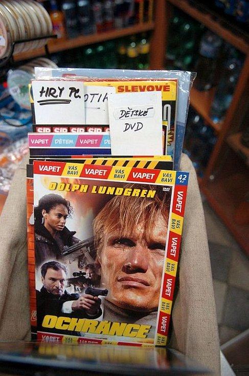 Ostrava 29.7.2008: DVD v trafikách: vedle pohádek leží porno