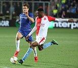 Evropská fotbalová liga SK Slavia Praha - Chelsea FC v Edenu. Ibrahima Traore a Marcos Alonso.