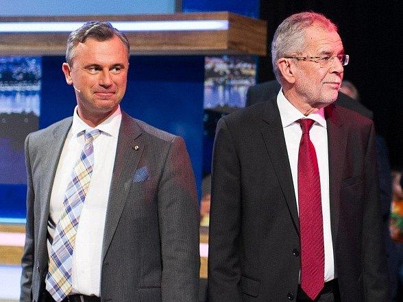 Rakouská televize zvolila před druhým kolem prezidentských voleb nezvyklý formát televizní debaty, když spolu dvojice kandidátů diskutovala bez moderátora.