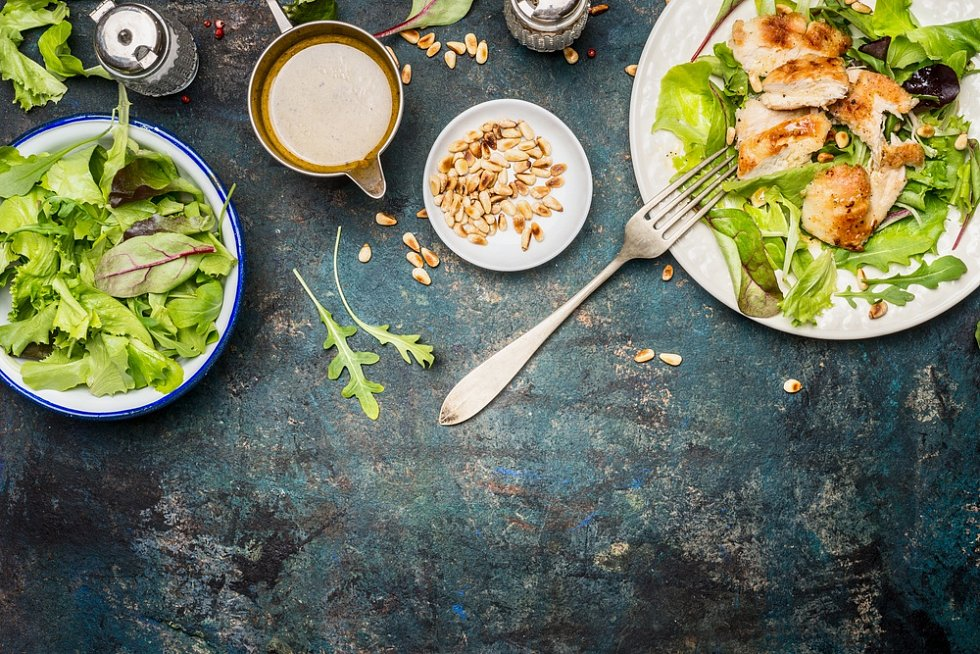Míchaný salát s grilovaným kuřetem