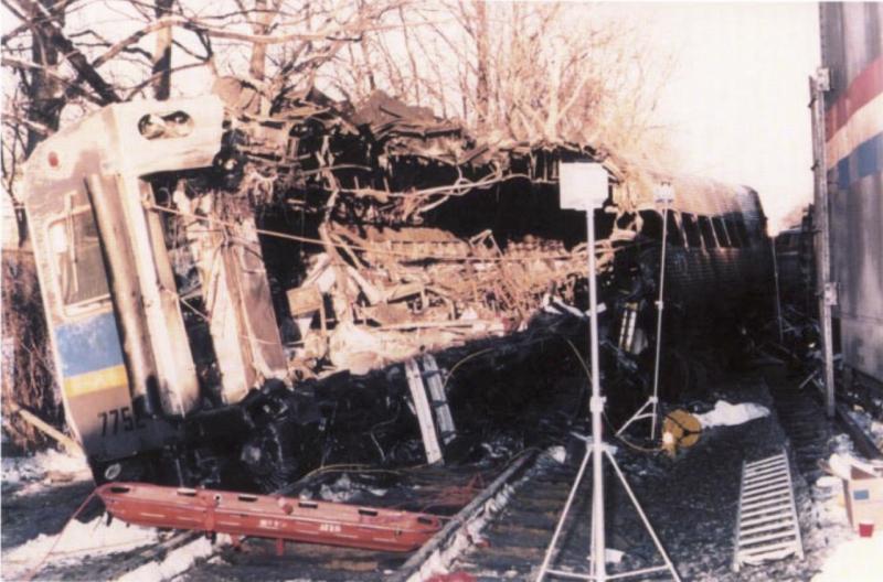 Dva vlaky se před 25 lety srazily v americkém Marylandu v takové rychlosti, že zasahující hasiči nebyli schopni rozeznat, kde končí jeden vlak a začíná druhý