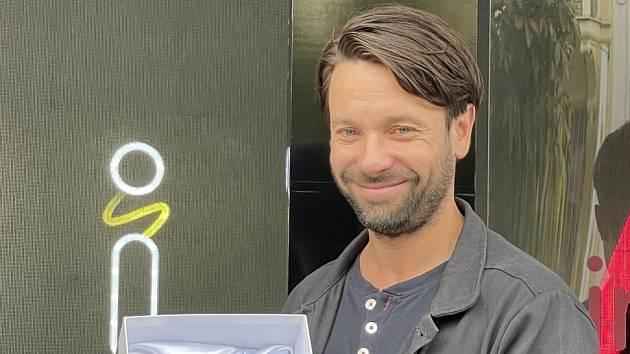 Václav Neužil s Modrou kostkou za Zátopka