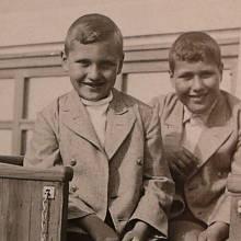 František Lederer (vlevo) s bratrem na turistickém vláčku v Ostende