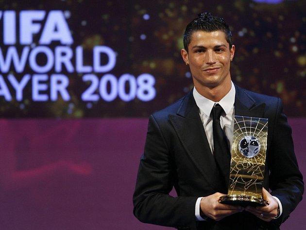 V anketě FIFA o nejlepšího fotbalistu světa podle očekávání zvítězil hlavní favorit Cristiano Ronaldo.