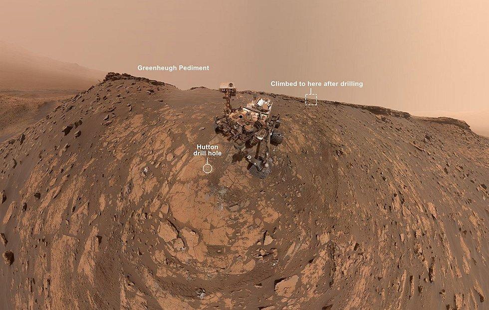 Robotické vozítko Curiosity na povrchu planety Mars
