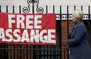 Transparent vyzývající k osvobození zakladatele WikiLeaks