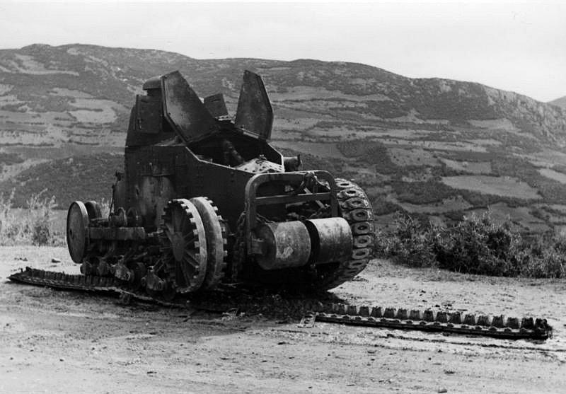 Zničený jugoslávský tank Renault FT