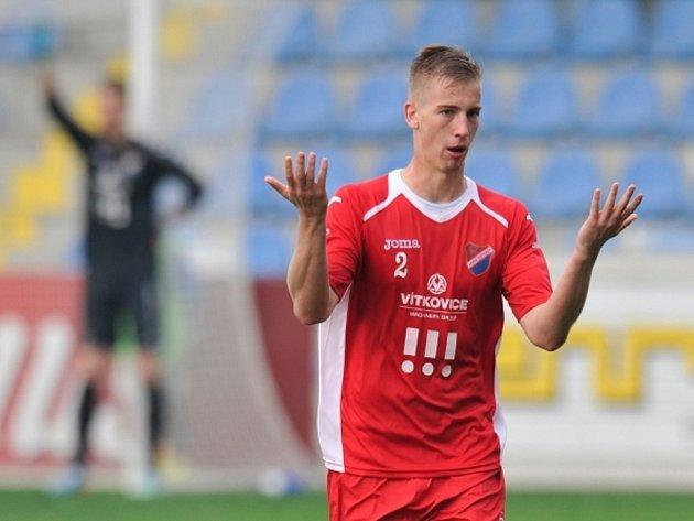 Jan Baránek z Ostravy se diví červené kartě.