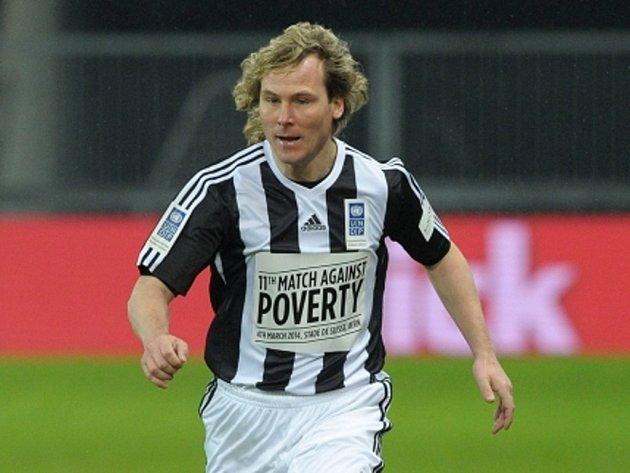 Pavel Nedvěd si zahrál společně se Zidanem a Ronaldem exhibiční zápas na pomoc boji proti chudobě.