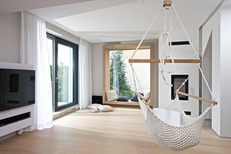 Vzdušný a prostorný obývací pokoj