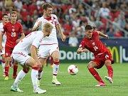 Patrik Schick (vpravo) pálí proti Dánsku.