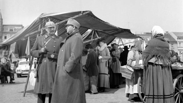 Snímek z natáčení filmového Švejka s Rudolfem Hrušínským v hlavní roli