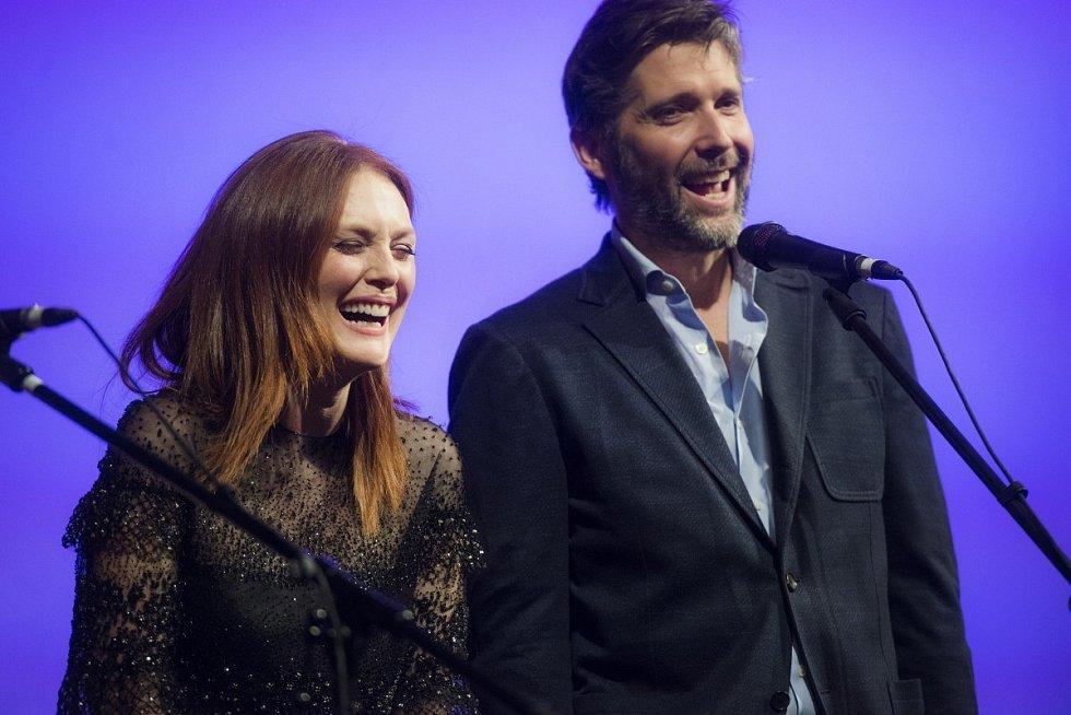 Herečka Julianne Moore a režisér Bart Freundlich na festivalu v Karlových Varech