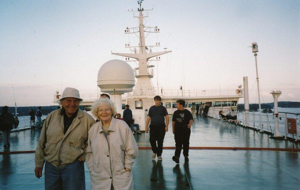 Irina Juřinová s manželem Karlem v Petrohradu v roce 1998. Každý rok přijíždí na oslavy osvobození svého rodného města 27. ledna.