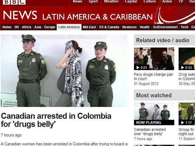 Kolumbijská policie zatkla na letišti v Bogotě ženu, která se snažila přes hranice propašovat dva kilogramy kokainu ve falešném těhotenském břichu.