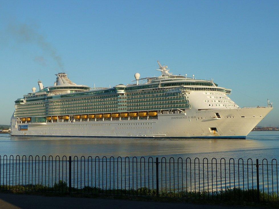 10. Independence of the Seas - délka 339 metrů, hrubá tonáž 154 407 GT