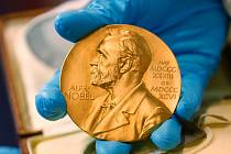 Nobelova cena. Medaile pro laureáty Nobelovy ceny na snímku ze 17. dubna 2015