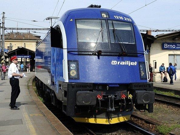 První souprava rychlovlaku Českých drah Railjet (na snímku) vyjela 6. května ve zkušebním provozu s cestujícími z Prahy do Břeclavi.