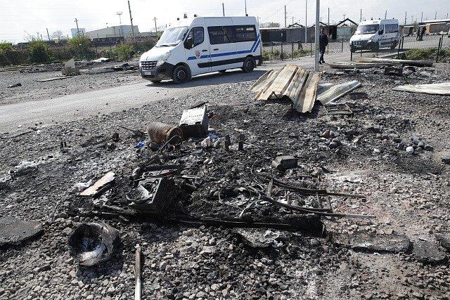 Uprchlický tábor ve Francii lehl popelem.