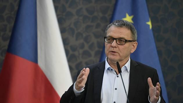 Ministr kultury Lubomír Zaorálek (ČSSD) hovoří na tiskové konferenci po schůzi vlády 22. června 2020 v Praze