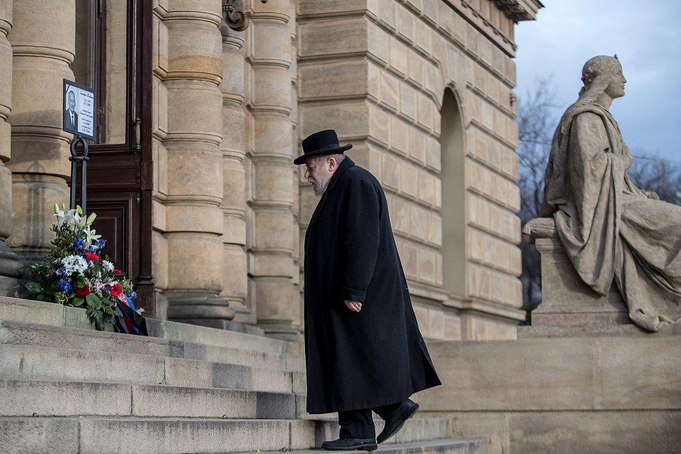 Hosté přicházeli 3. února k pražskému Rudolfinu na pietní shromáždění k uctění památky zesnulého předsedy Senátu Jaroslava Kubery. Karol Sidon