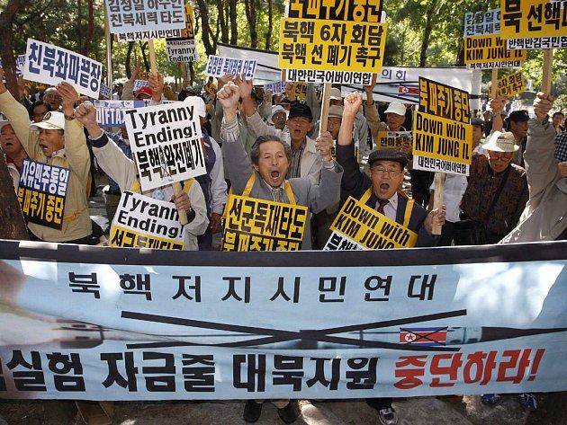 Japonská vláda původně zavedla sankce vůči KLDR loni v říjnu poté, co provedla svůj první jaderný test.