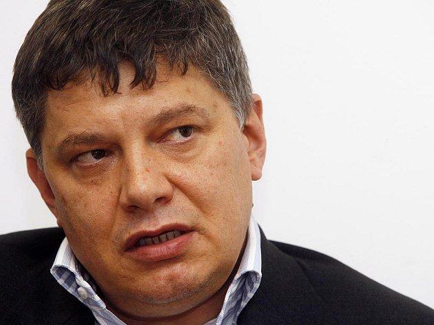 Insolvenční správce Sazky Josef Cupka odvolal generálního ředitele loterijní společnosti Aleše Hušáka z funkce. Zůstává mu jen omezený přístup do přísně vymezených prostor sídla společnosti. Neměl by dostat ani odstupné.