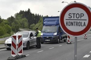 Slovenská policie kontroluje na hraničním přechodu Střelná - Lysá pod Makytou na Vsetínsku řidiče a cestující.