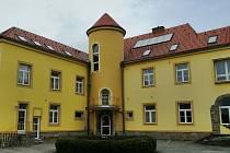 Hotel Apollon. Historická vila poblíž centra Valtic na Břeclavsku se v dubnu 2021 prodává za 32 milionů korun.