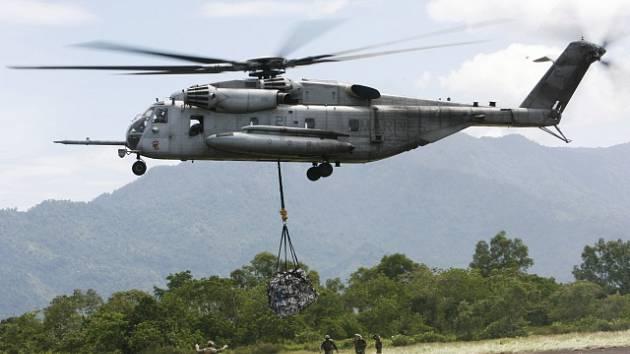 Vojenský vrtulník CH-53E Super Stallion
