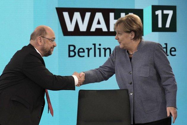Martin Schulz gratuluje k vítězství Angele Merkelové