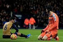 Arsenal padl. Petr Čech a Mikel Arteta zpytují svědomí