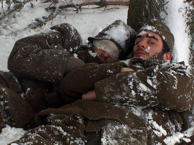 Komorní drama Hořký sníh, které vzniklo v řecko-české koprodukci, uvede ve středu ve 21.50 druhý program České televize.