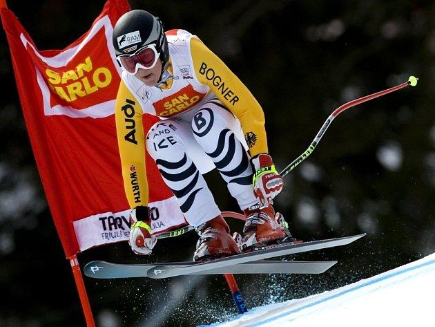 Gina Stechertová z Německa  vyhrála sjezd v italském Tarvisiu. Druhou Američanku Lindsay Vonnovou porazila o jednu setinu sekundy.